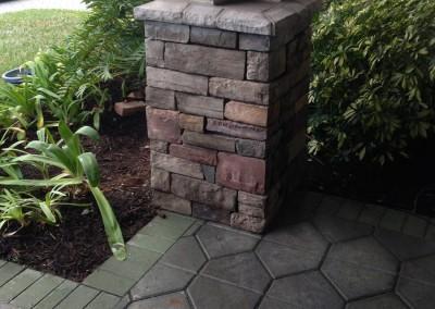 Natural-stone-look-on-pillar