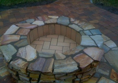 round-natural-stone-firepit